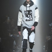 鬼冢虎在东京时装周 Andrea Pompilio男装秀场上发布2014秋冬季度全新造型