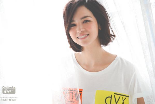 完全看不出是2个孩子妈妈的姣好身材,并具有和蔼可亲性格的人气明星铃木Sachi专访。