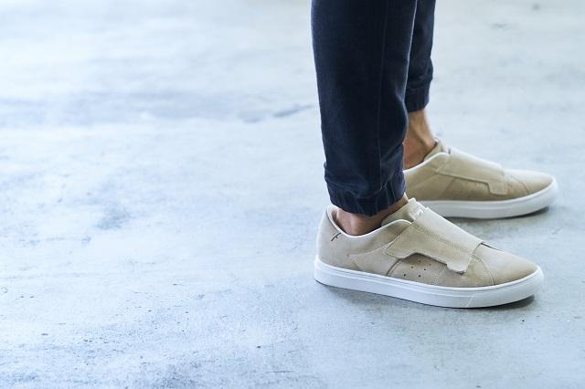 Onitsuka Tiger最新皮制双鞋扣的球场运动鞋